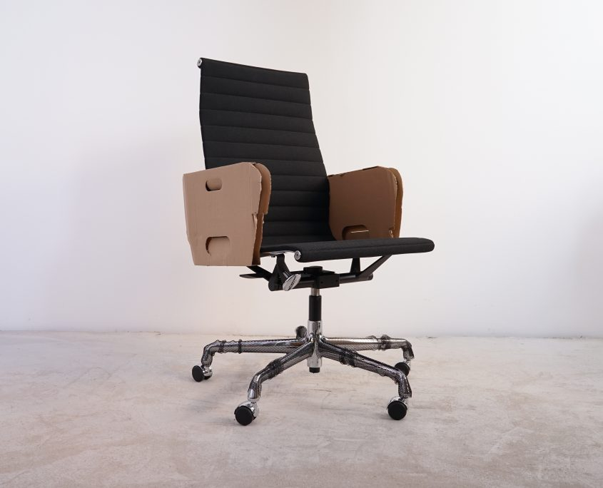 Vitra Alu Chair EA119 Hopsak Schwarz